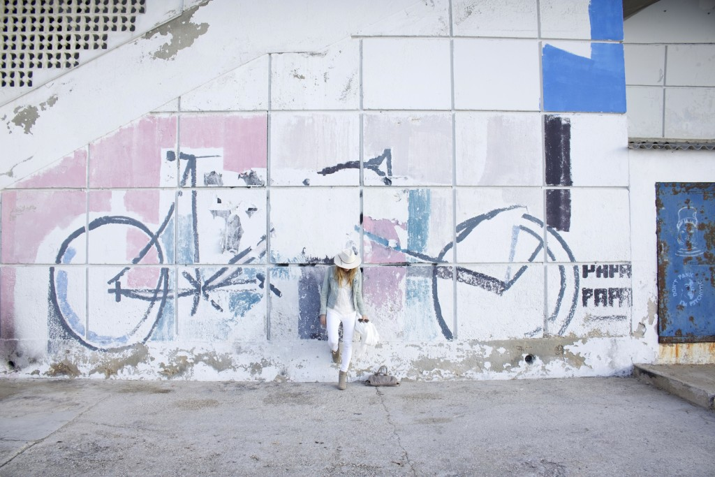 Street art velo white outfit chapeau ale by alesasndra
