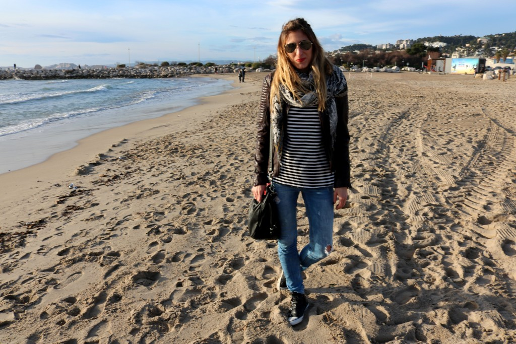 DENIM AND STRIPES AT BEACH