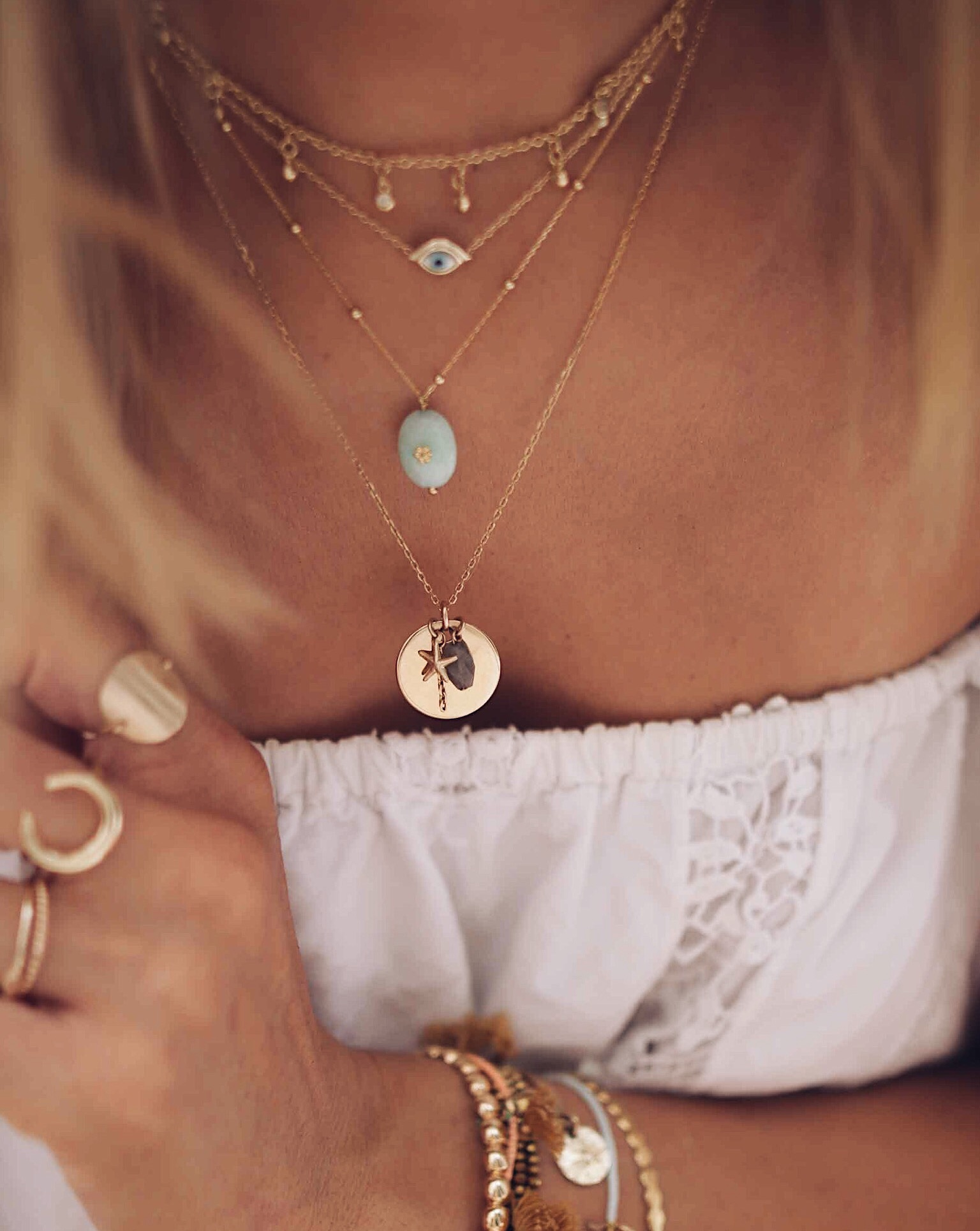 accumulation de collier en or