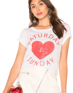 CHASER SATURDAY & SUNDAY EASY TEE IN WHITE