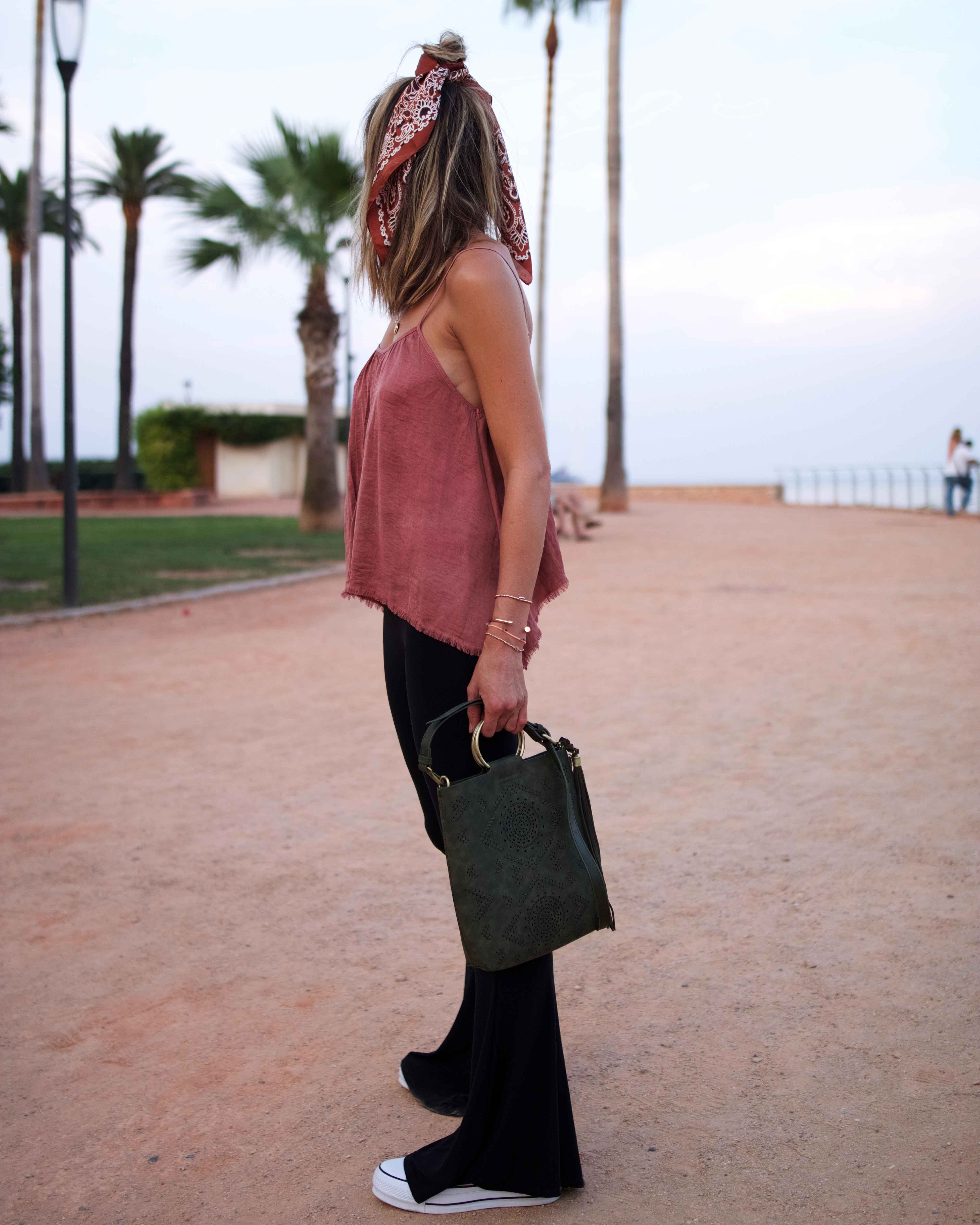 bandana anthropologie, black flare pants, hair bandana inspiration, summer look, anthropologie bag, converse rose plateforme