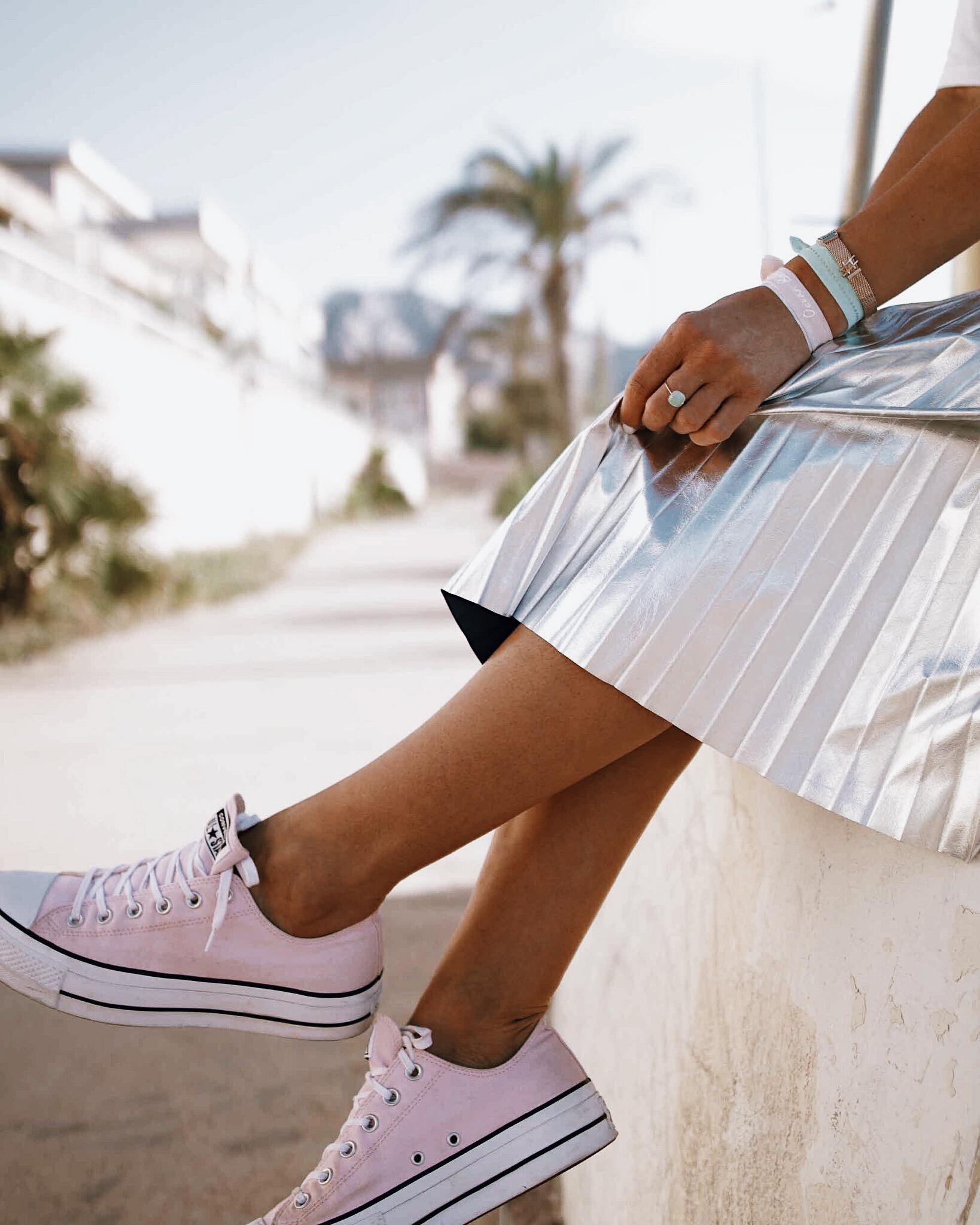 how to style silver midi skirt, jupe plissée argentée, jupe mi-longue métallisée, midi skirt, folded silver skirt