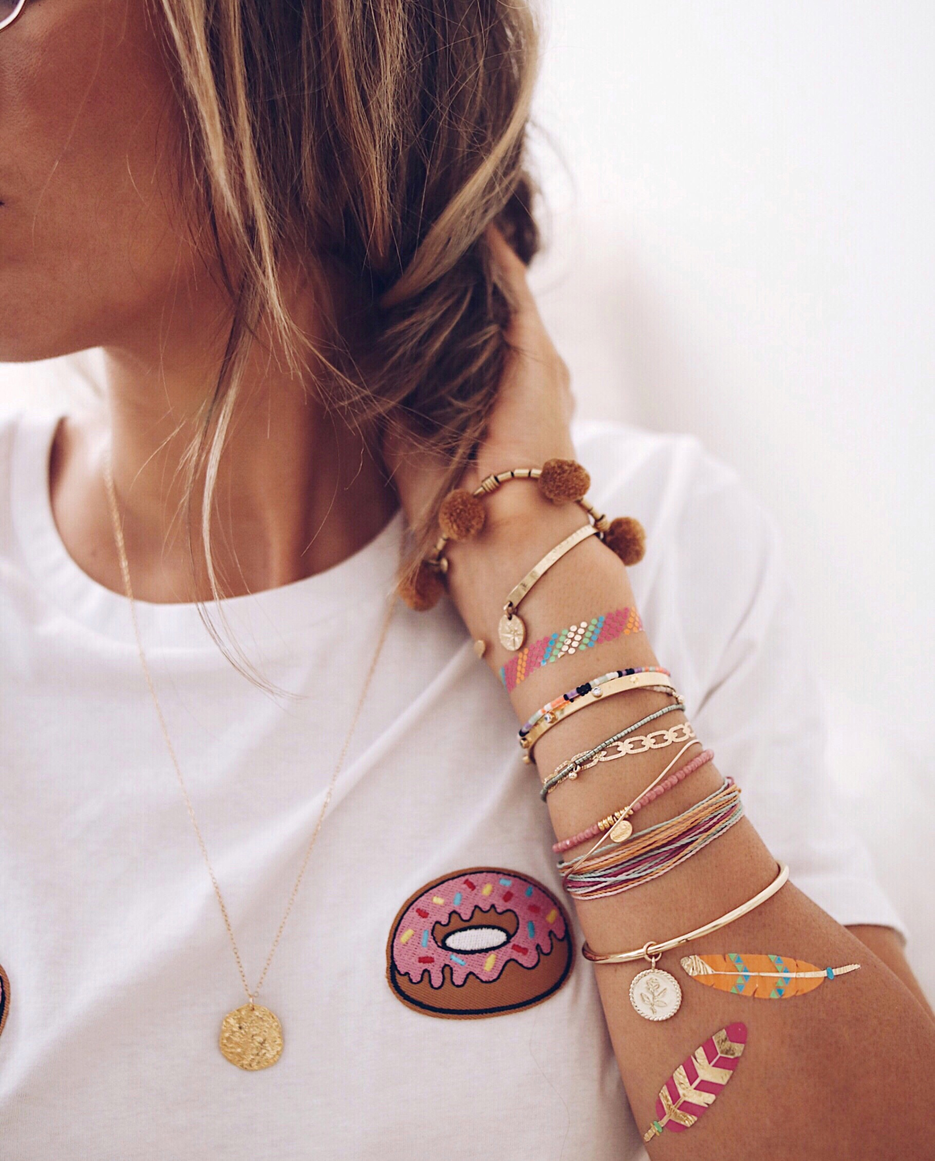 FLASHY ARM, arm candy, gold bangles, flash tatoos, colorful bracelets, jewelery addict, jewelry blogger