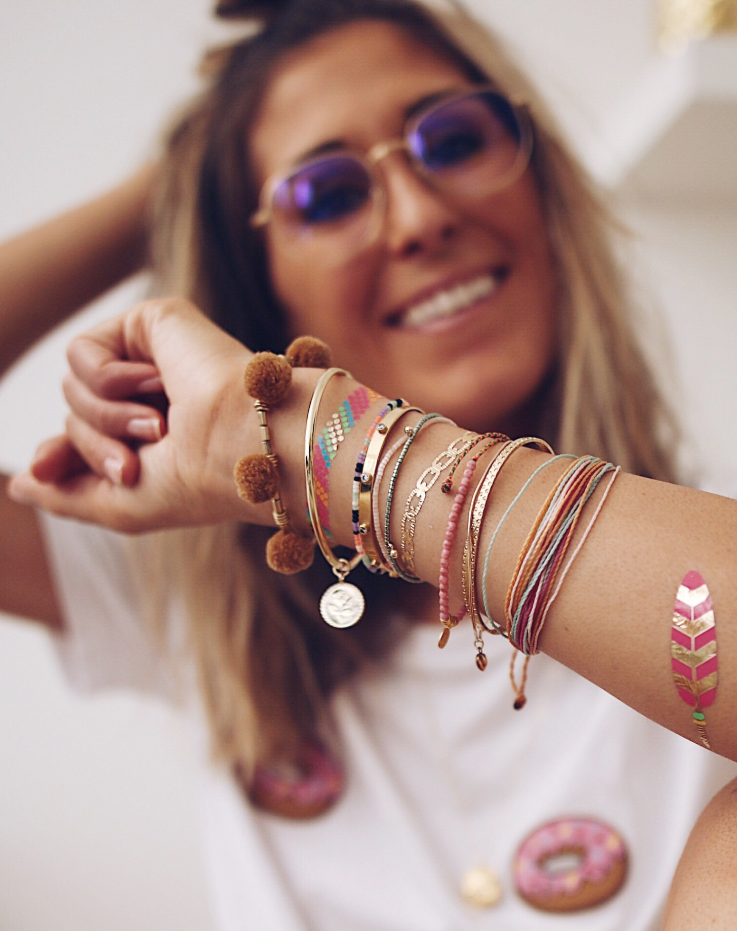 FLASHY ARM, arm candy, gold bangles, flash tatoos, colorful bracelets, jewelery addict, jewelry blogger, chon and chon, Chon & CHON