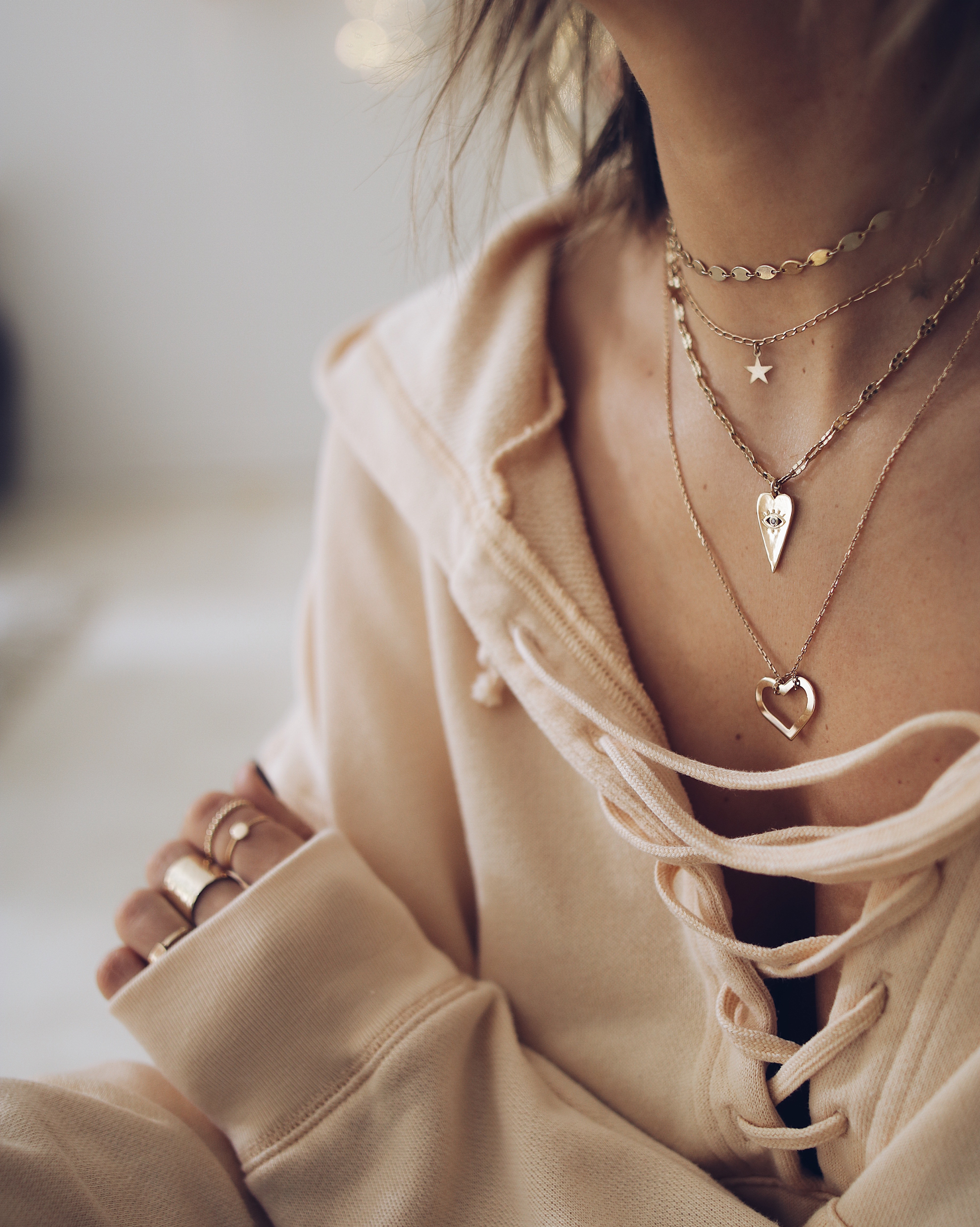 GOLD NECKLACES LAYERING
