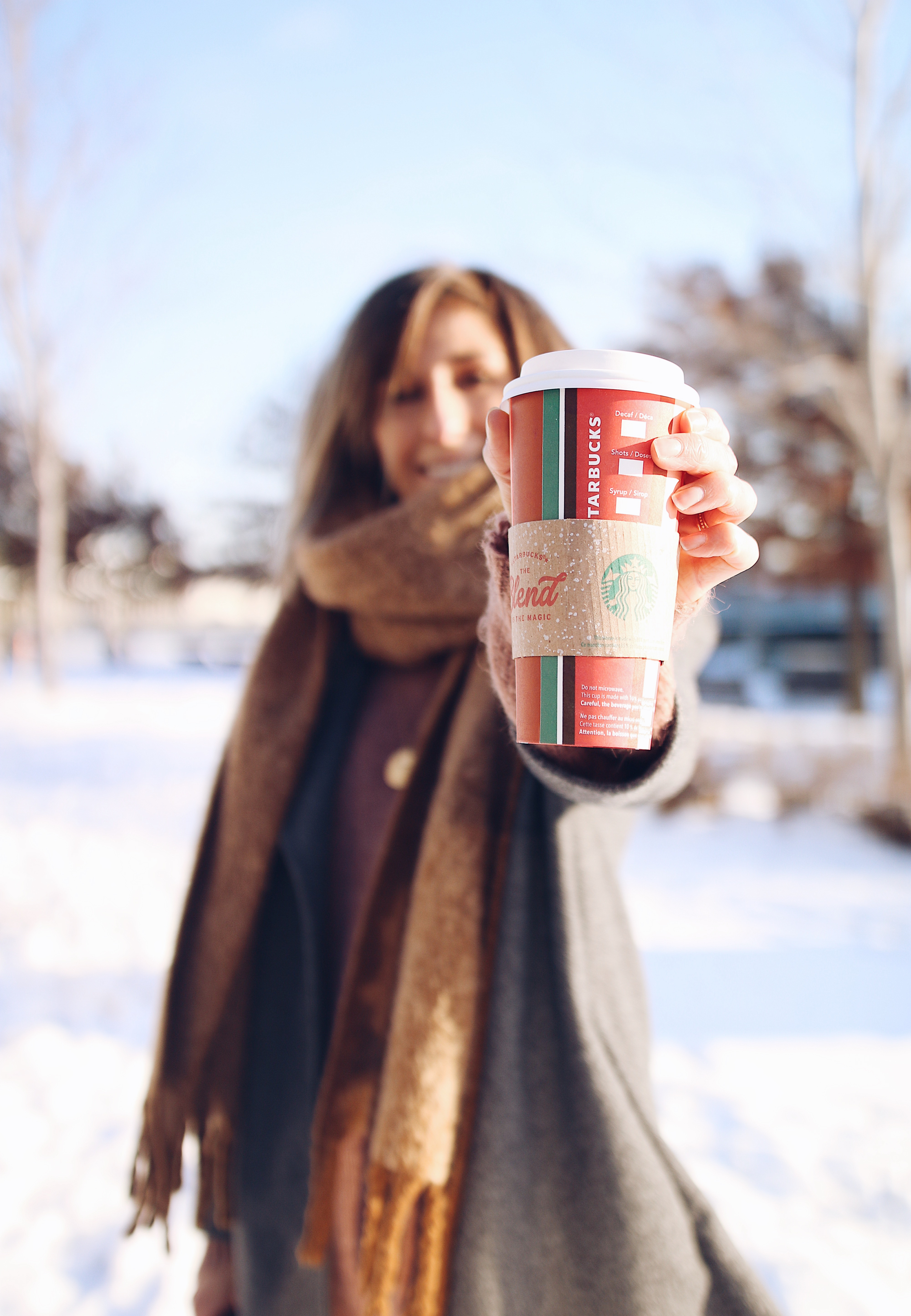 HAVE A HOT CHOCOLATE AT STARBUCKS, WINTER OUTFIT IN MONTREAL