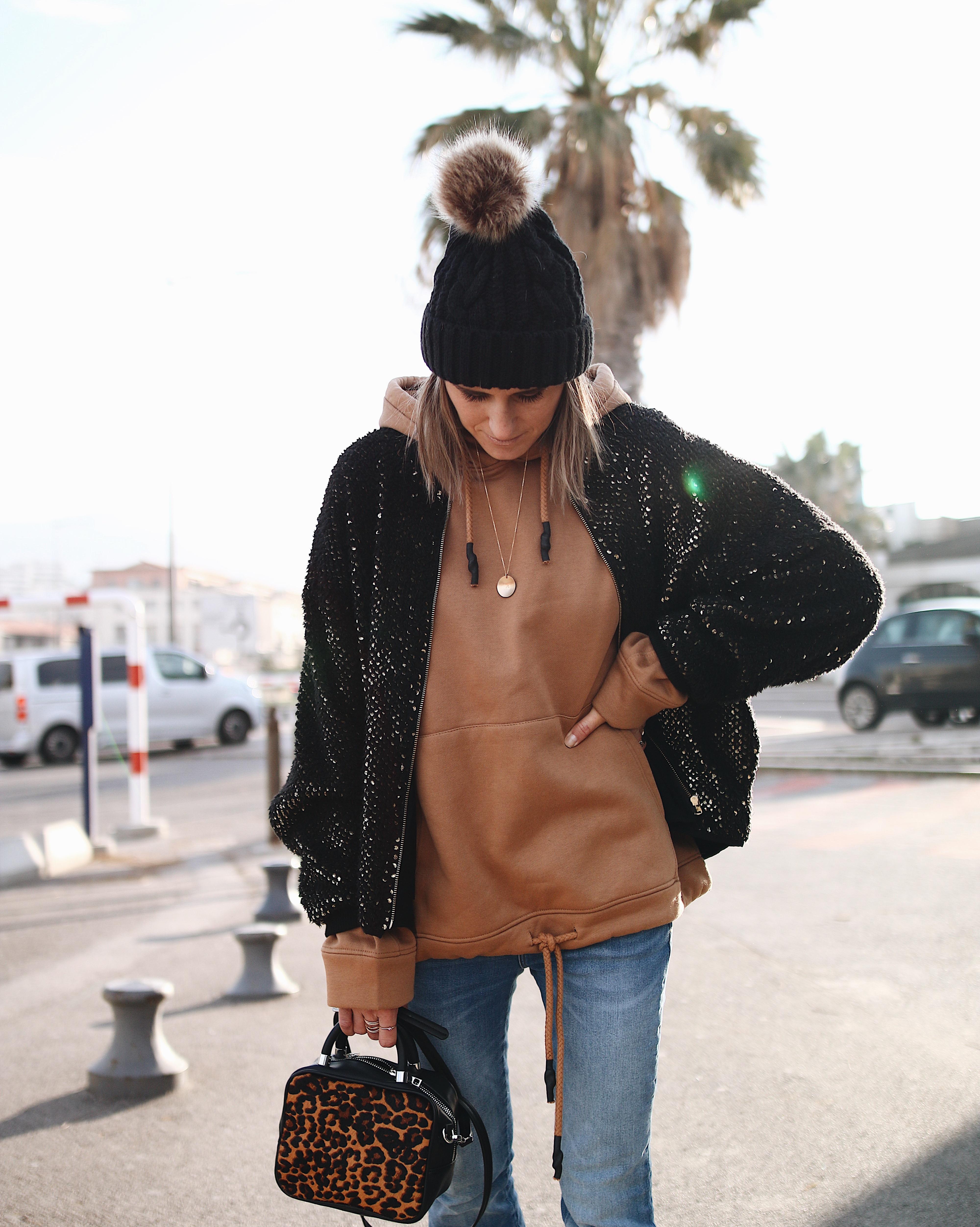 HOODIE STYLE, sweat kangourou camel