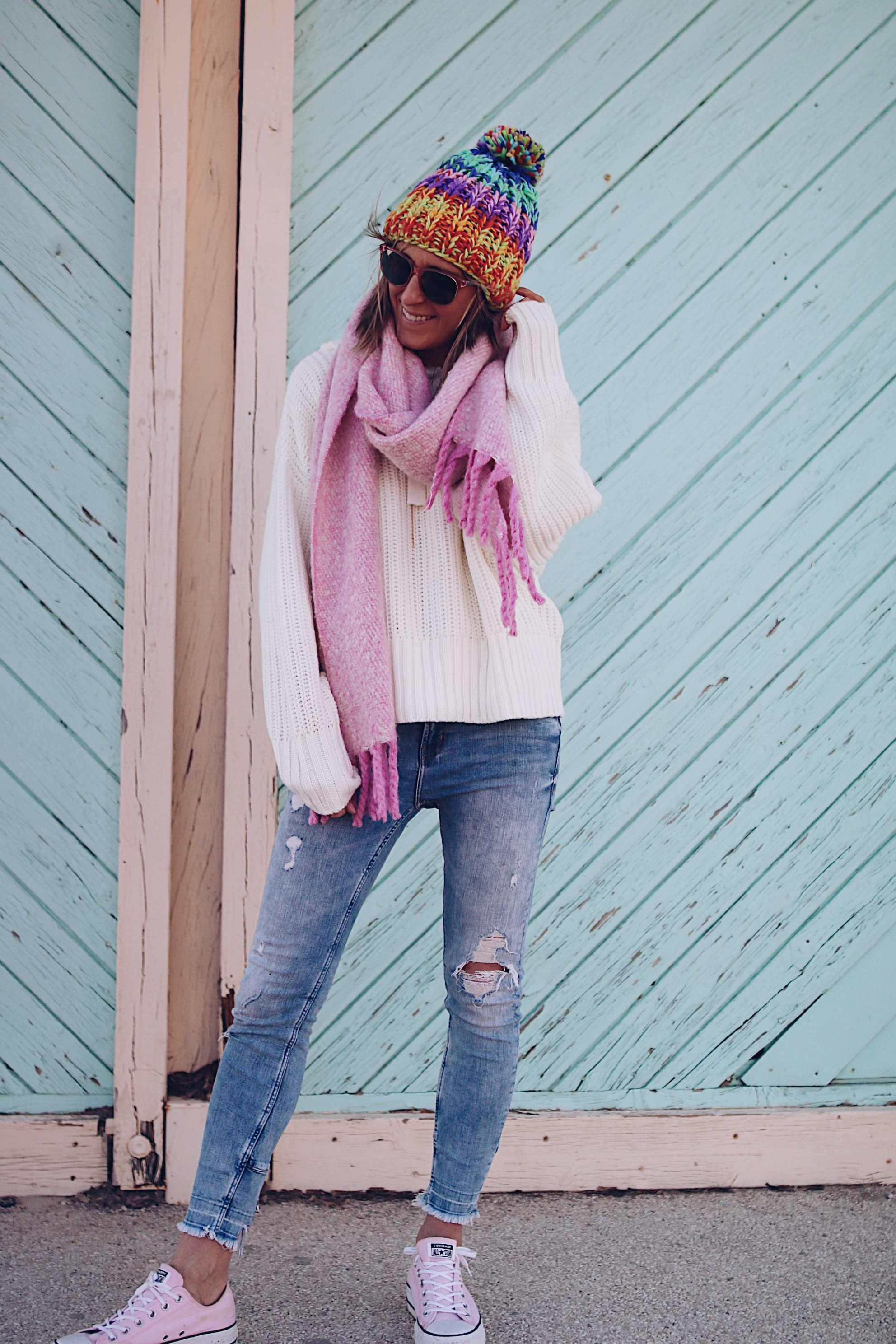 COLORFUL - Chon & HON - www.chonandchon.com - colorful beannie and denim, casula style, fashib lobbe, pink scarf, grosse écharpe rose laine oversize