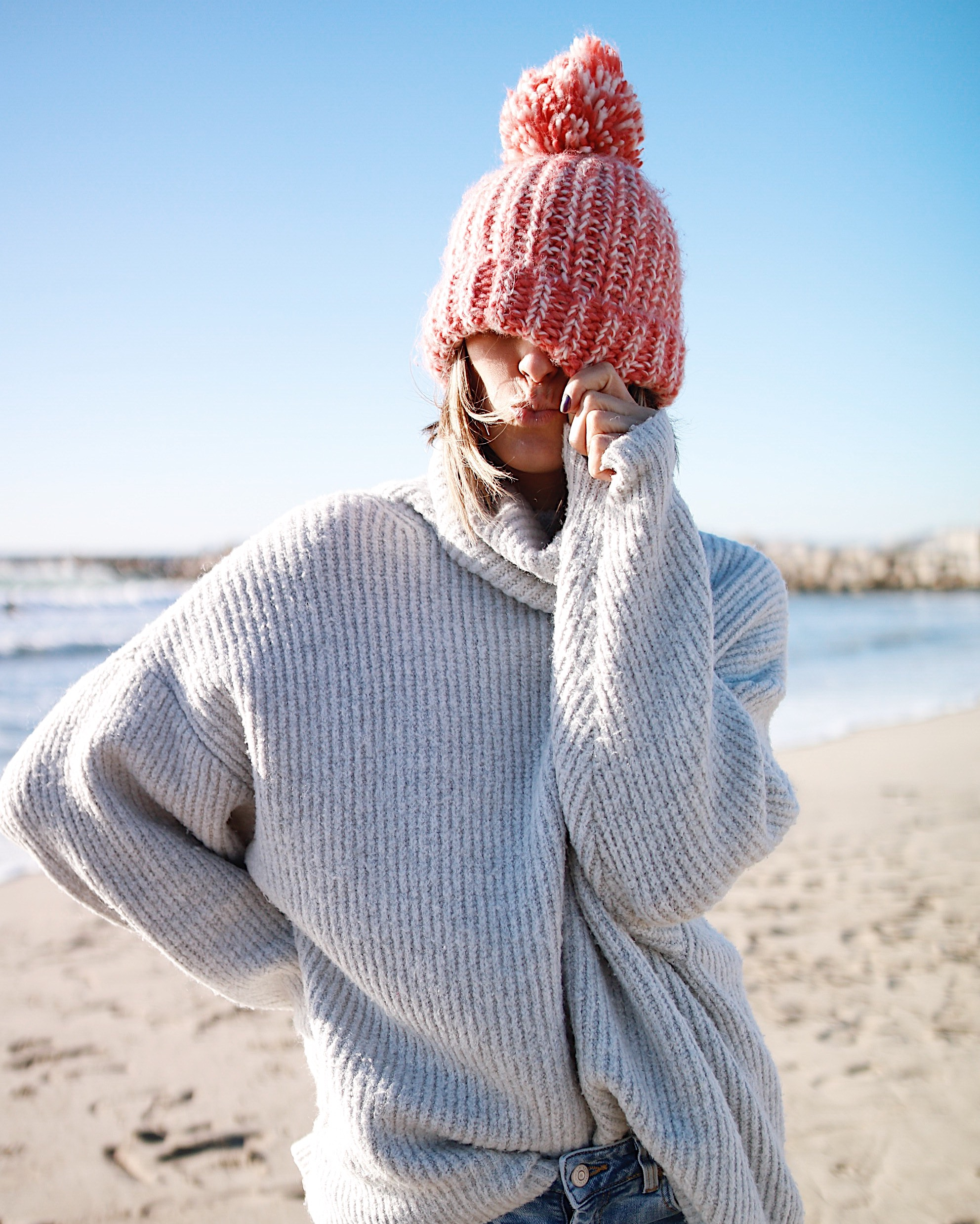 BEACHDAY, oversize int sweater, bonnet orse, beach girl