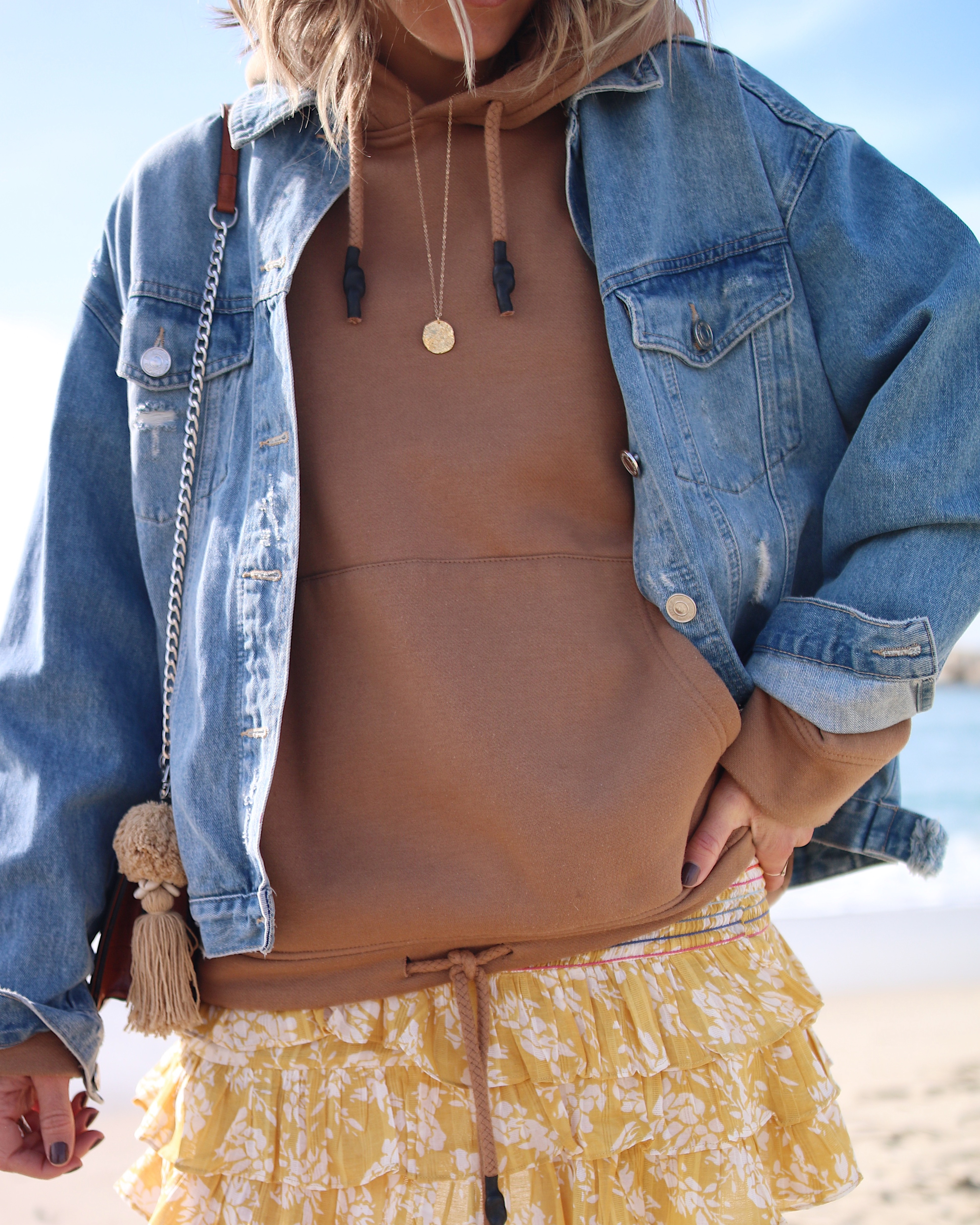 MINI MINI - Chon & CHON -mini skirt from Tularosa, casual style, outfit inspiration, sweater lover, beach outfit, mini jupe et gros sweat, hoodie style