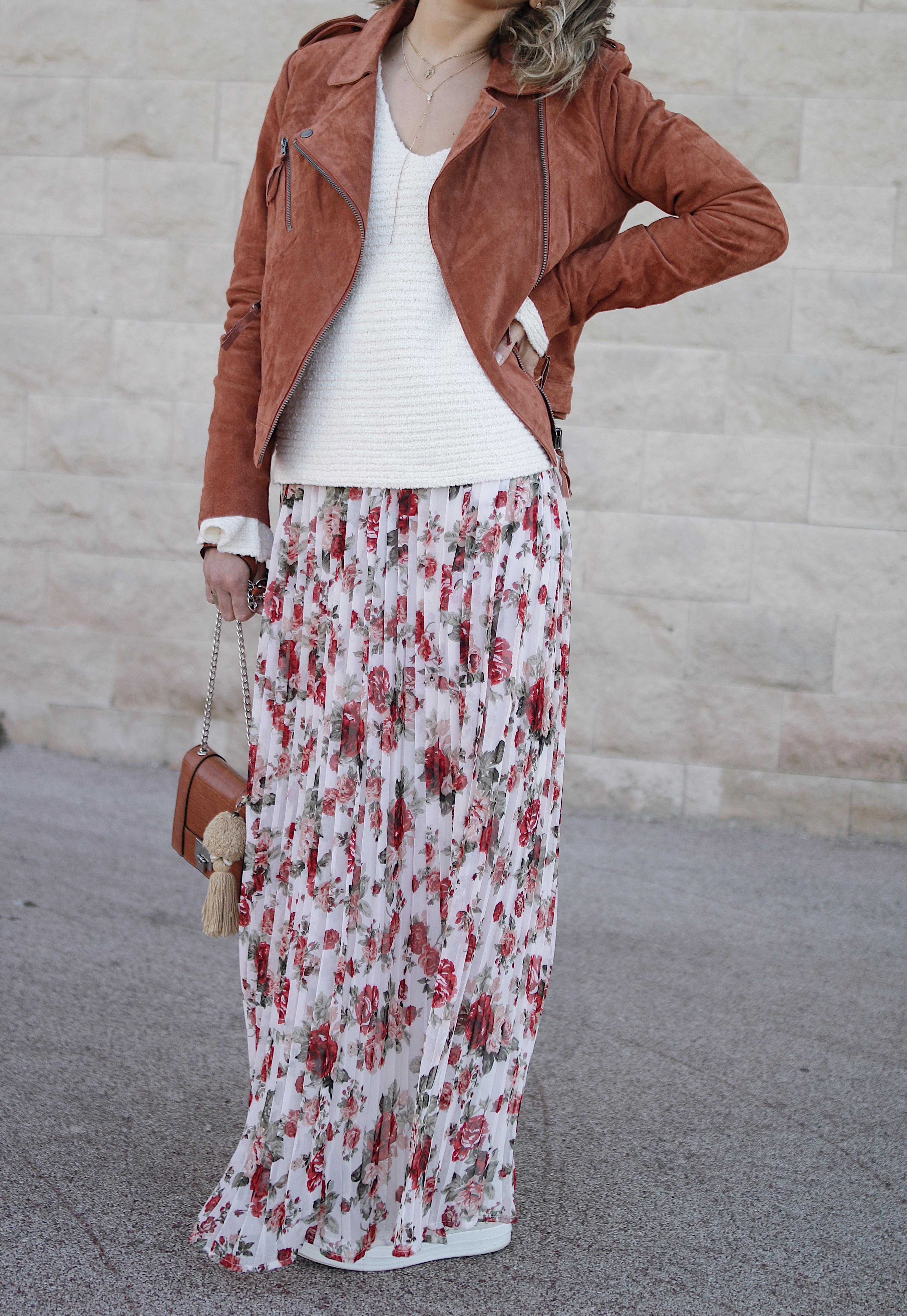 Chon & CHON - WWW.CHONANDCHON.COM maxi skirt outfit, maxi skirt inpiration, flower maxi skirt, bohemian outfit inspiration, bohemian maxi skirt, fashion blogger, fashion inspiration