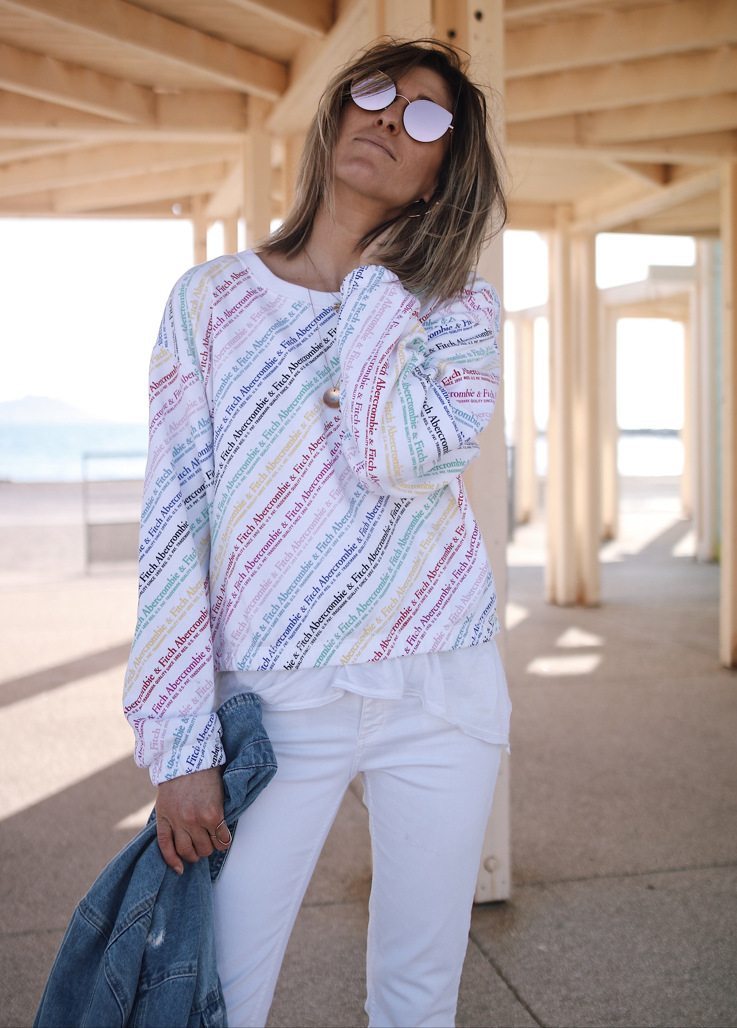 Chon & CHON - WWW.CHONANDCHON.COM casual style, abercrombie and fitch sweat, white denim, denim jacket, pink sunnies,