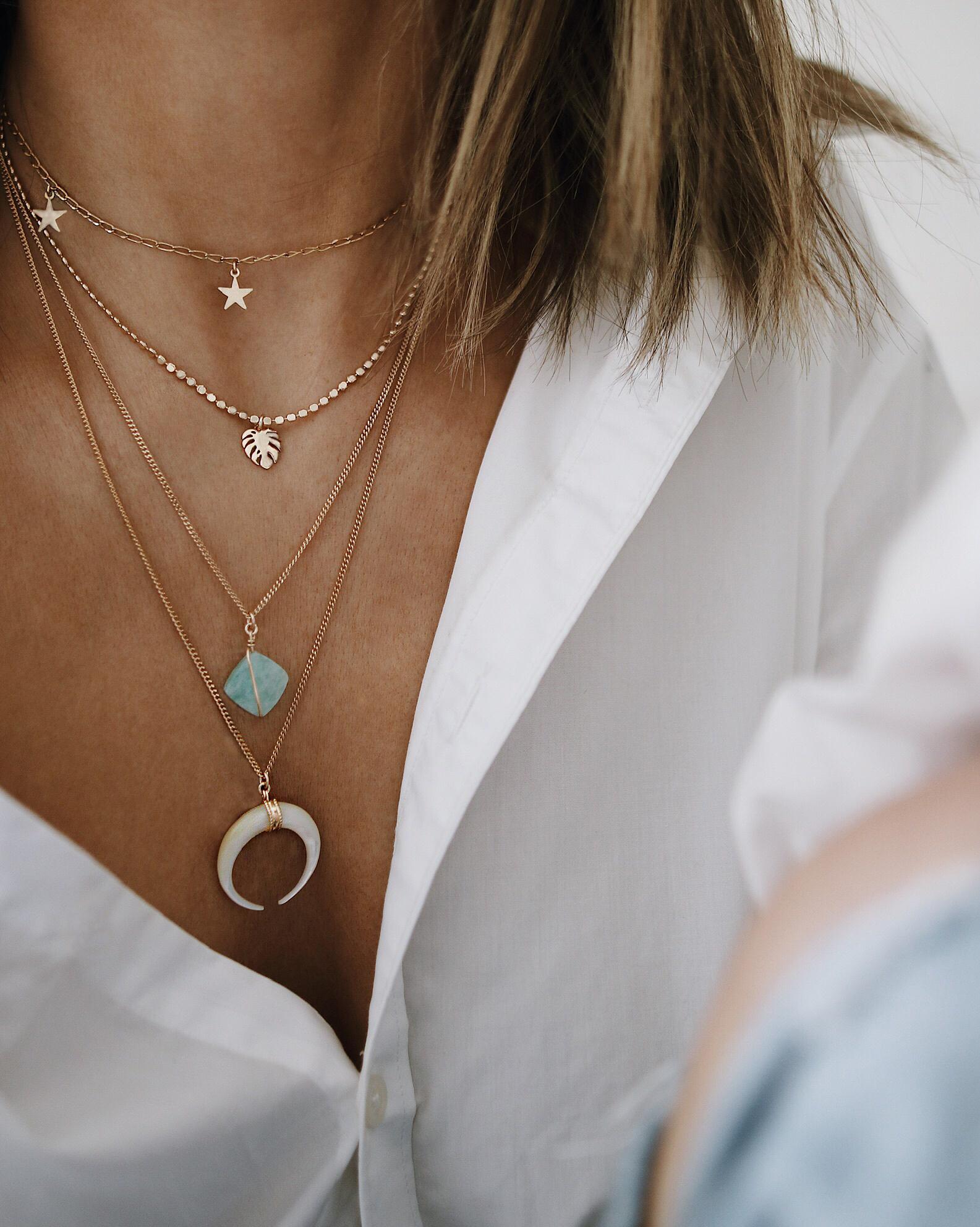 colliers Grace et Rose, bijoux fait main, bijoux crétaeur, bijoux lover, accumulation colliers or
