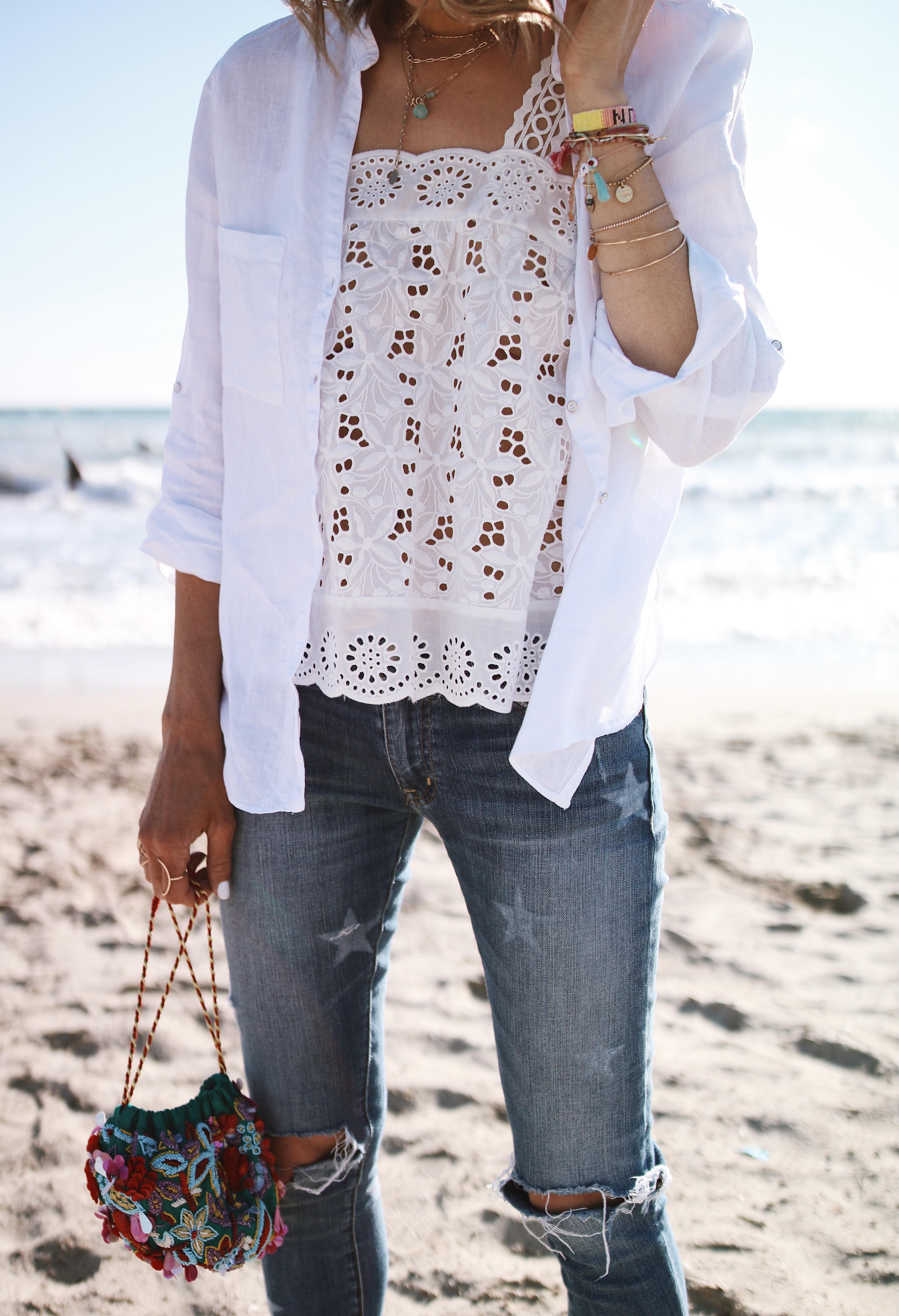 Chon & CHON - WHITE & DENIM - top brodé blanc, chemise lin blanche, jeans usé et vintage, casual look;