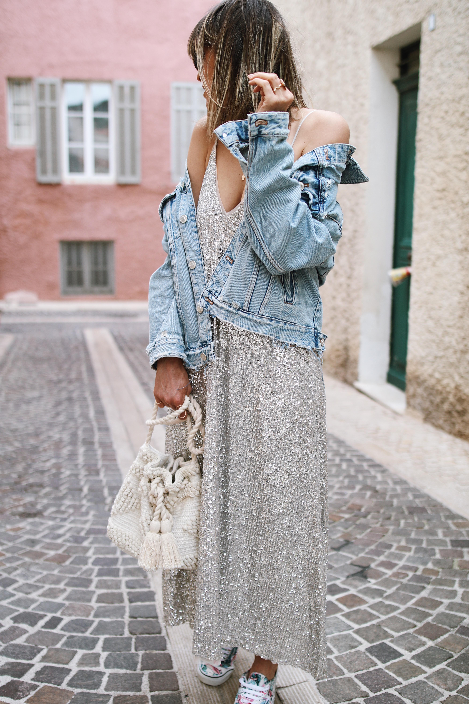 Chon & CHON - Ça brille - www.chonandchon.com rOBE BRETELES PAILLETTES ARGENT, ROBE SEQUINS, veste en jeans