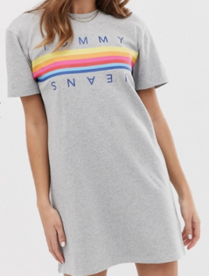 Tommy Jeans – Robe t-shirt à inscription logo arc-en-ciel