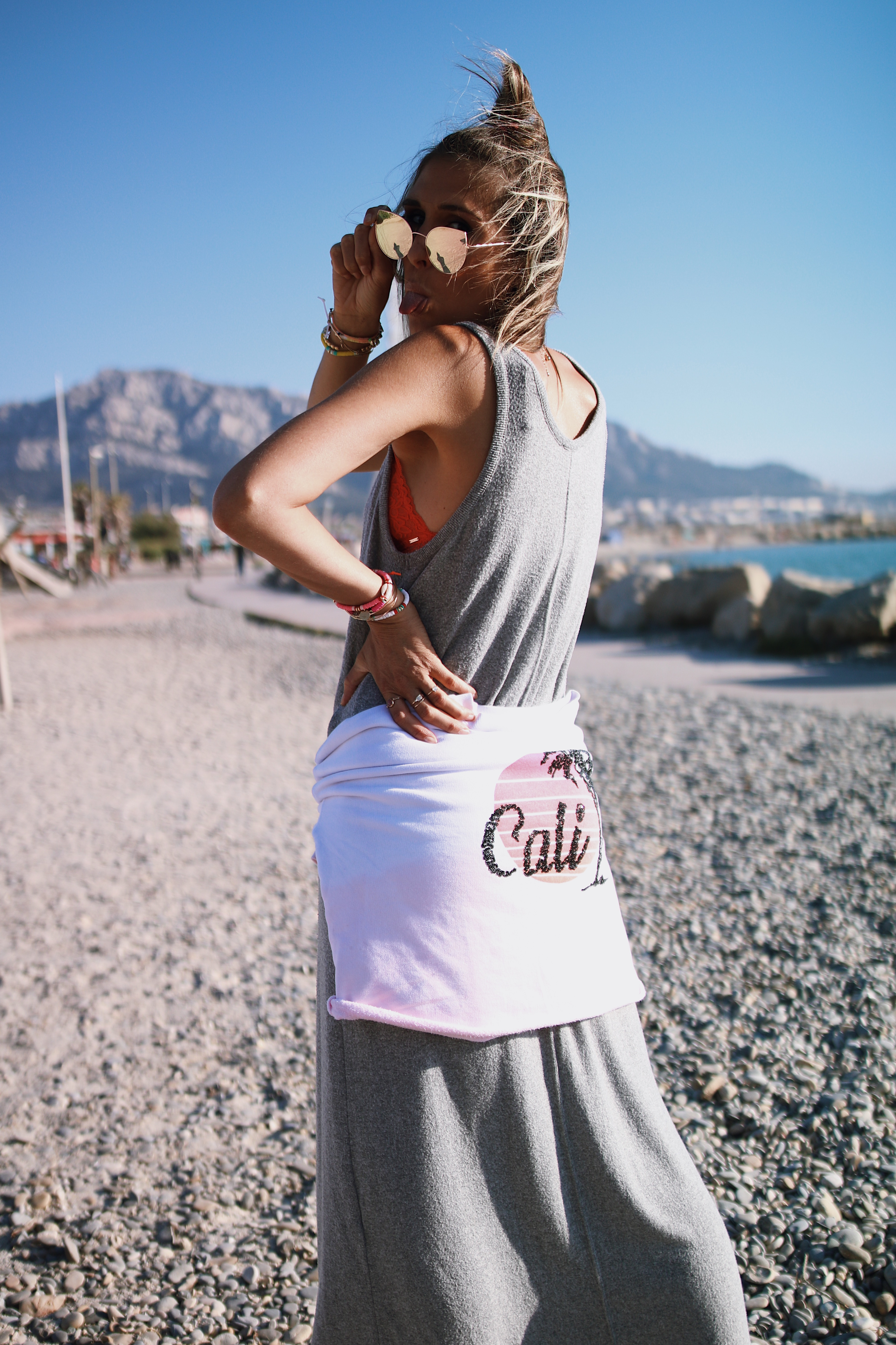 Chon & CHON - www.chonandchon.com - CALI - graphic sweatshirt and maxi dress - casual outfit, cali sweatshirt