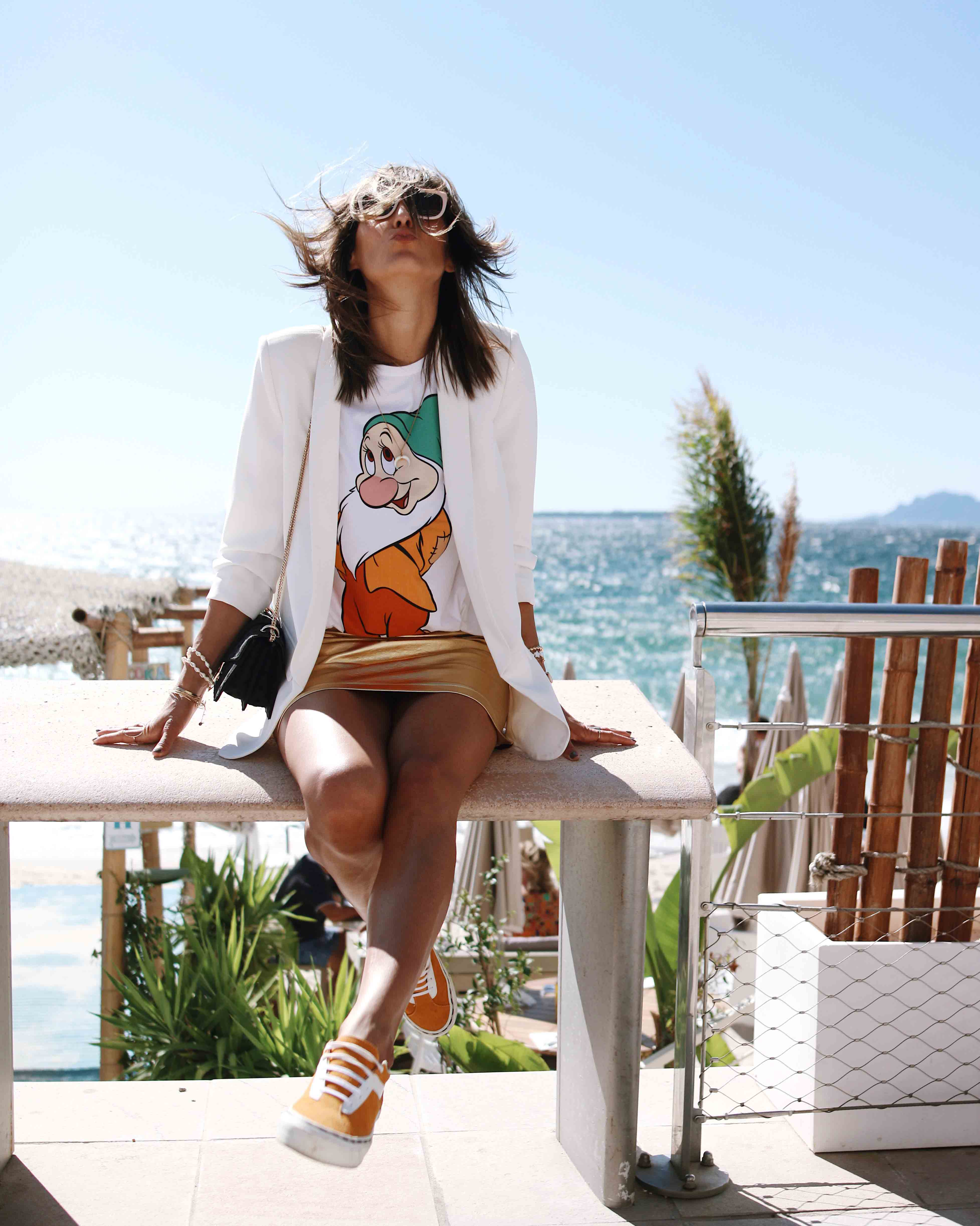 @chon.and.chon - fashion blogger - disney t shirt, gold mini skirt, white blazer, casual and girly style - french blogger - south of france