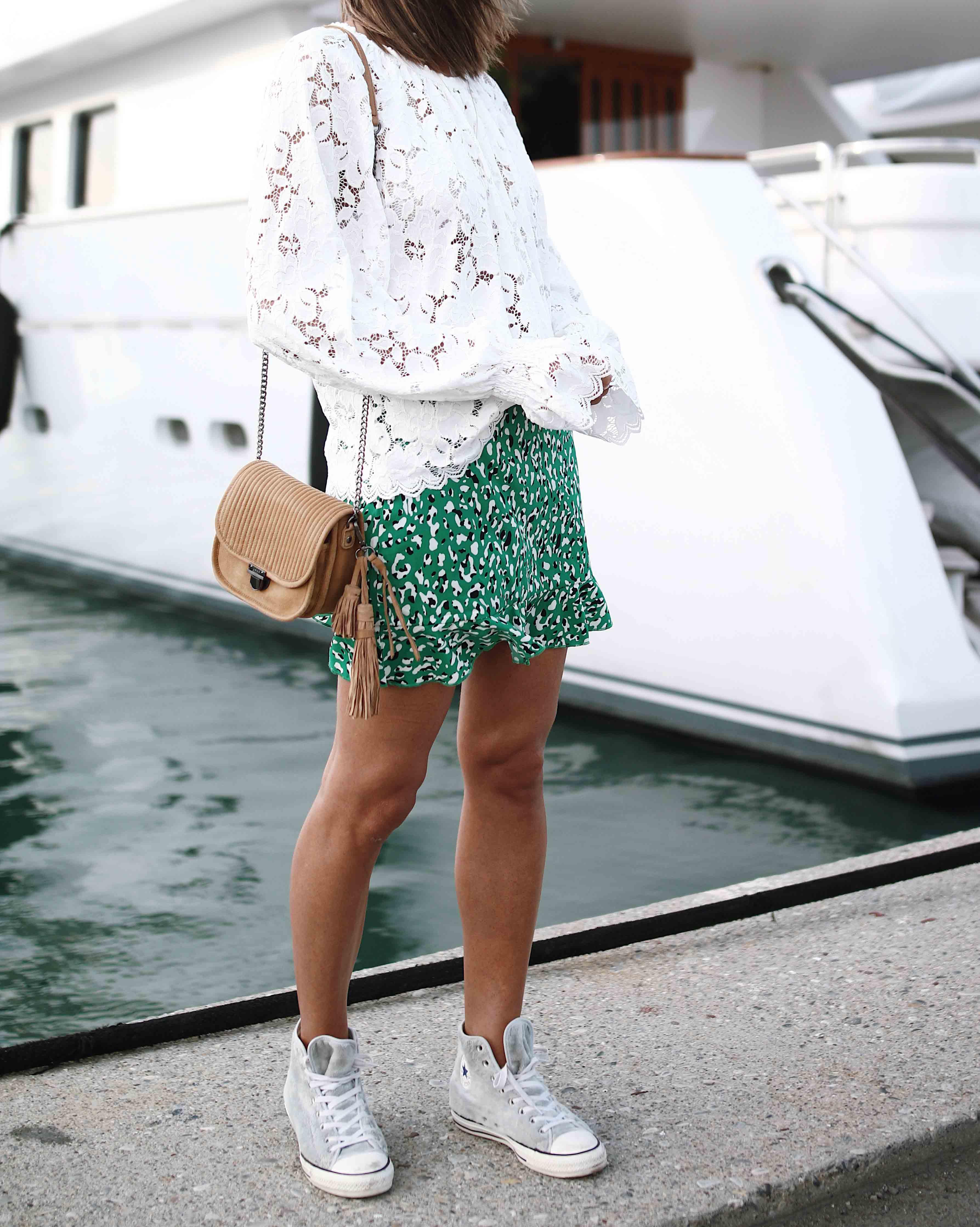 @chon.and.chon www.chonandchon.com superdown lini skirt, free people lace top, sac bandoulière IKKS, casual style, white lace top, blouse blanche dentelle