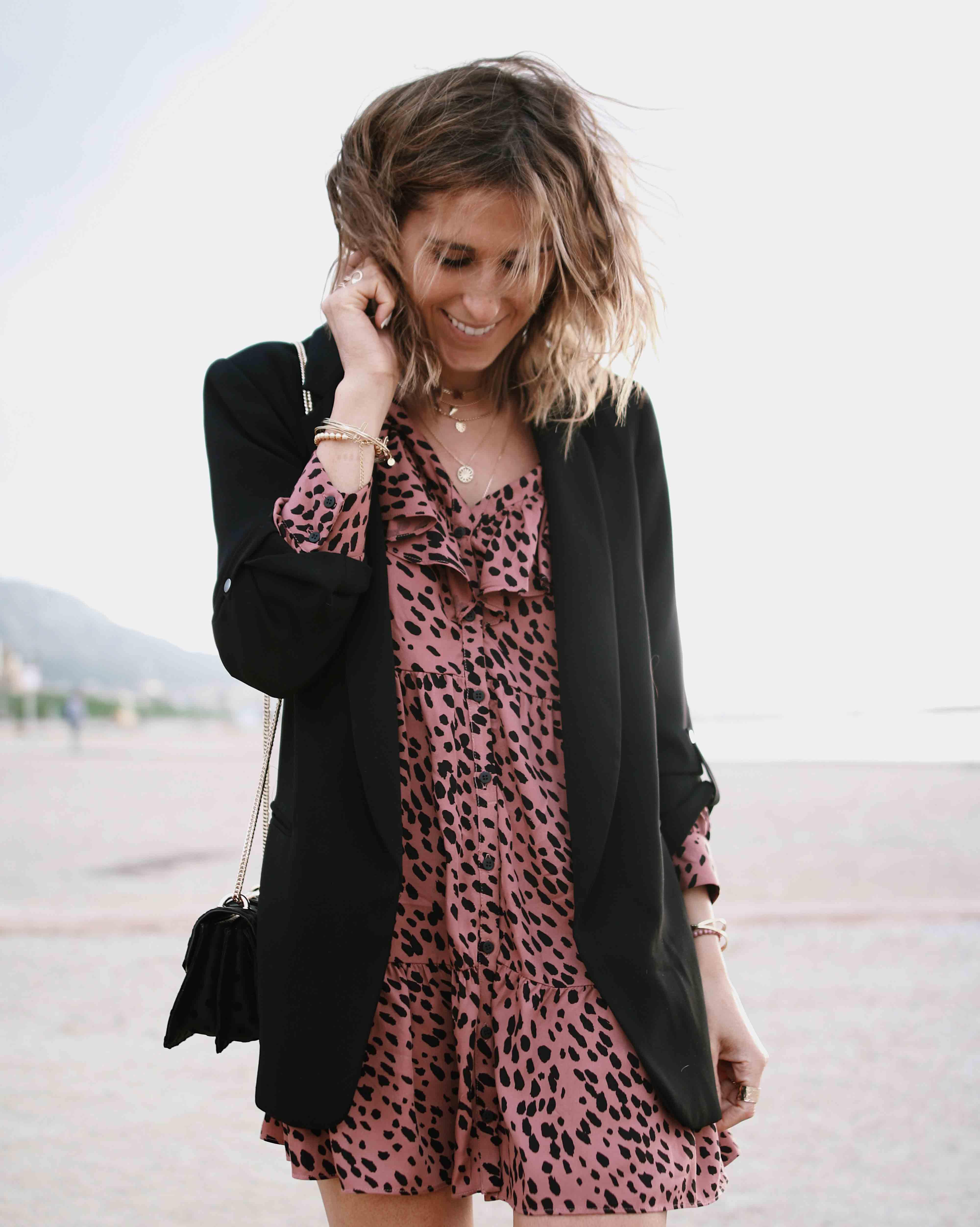 @chon.and.chon www.chonandchon.com robe courte zara, blazer noir, converse