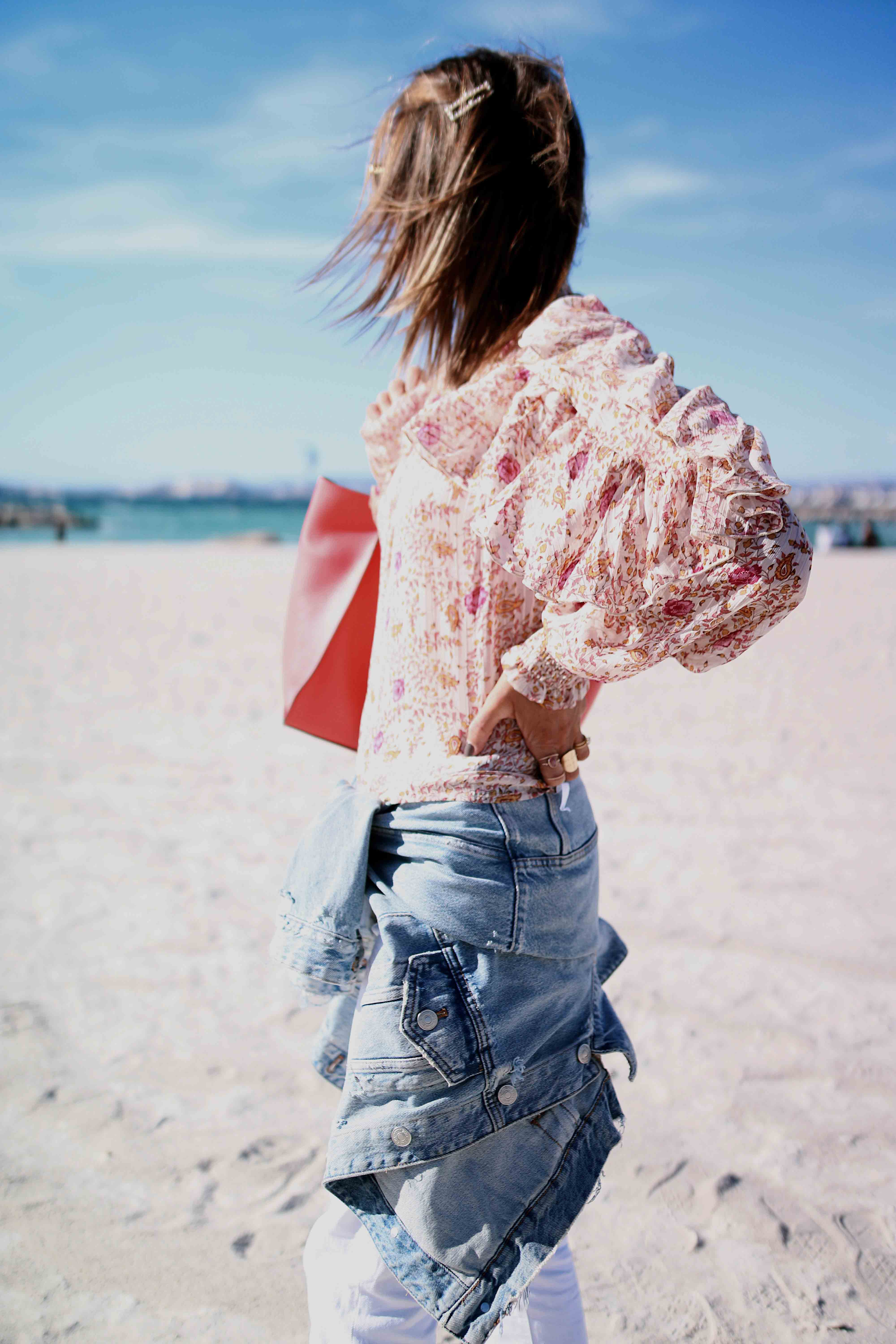 @chon.and.chon www.chonandchon.com flower top, denim jacket, casual style, pink blouse, flower blouse, nasty gal top