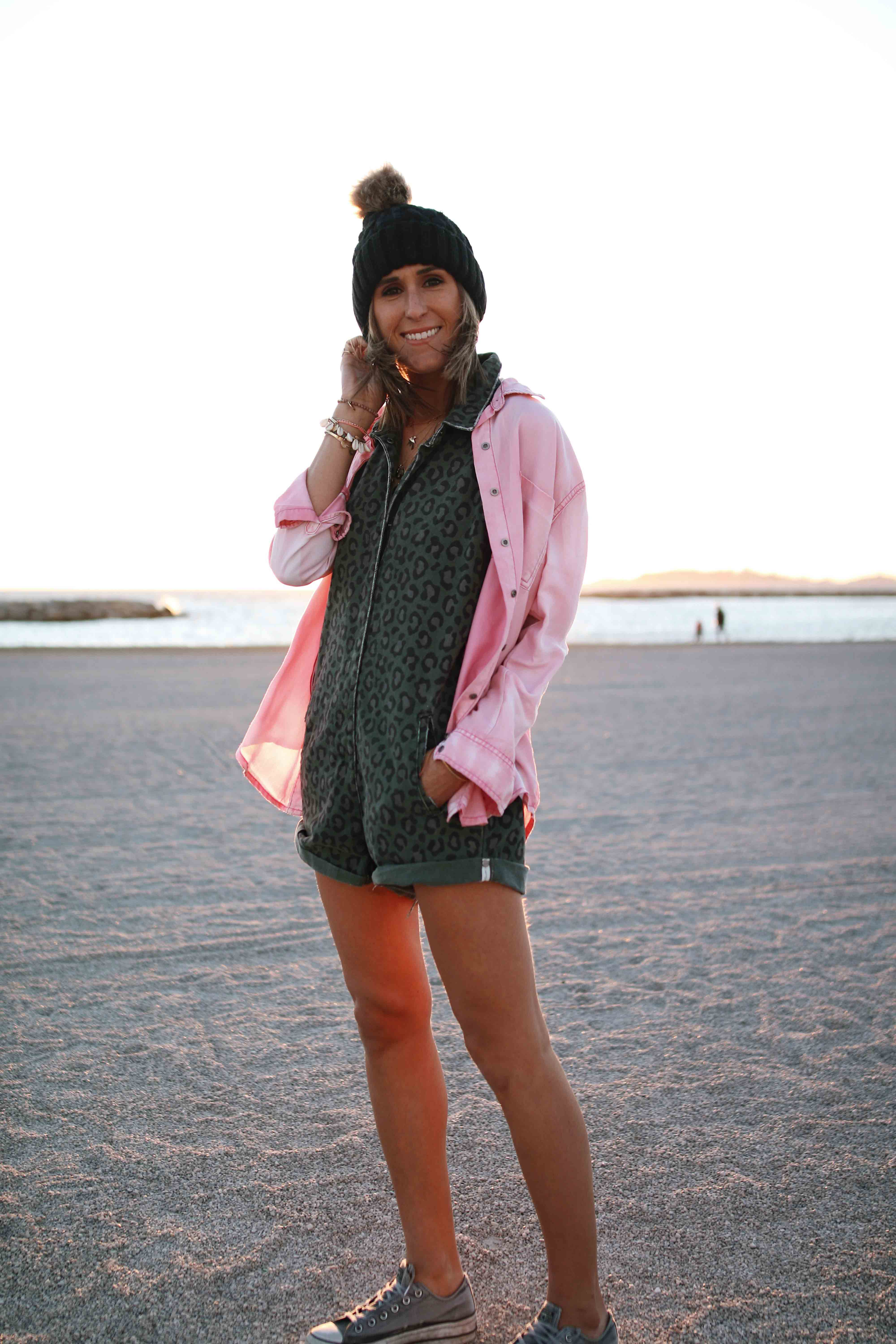 @chon.and.chon www.chonandchon.com jumpsuit one teaspoon, denim jumpsuit, pink jacket, one teaspoon outfit, casual style, casual look