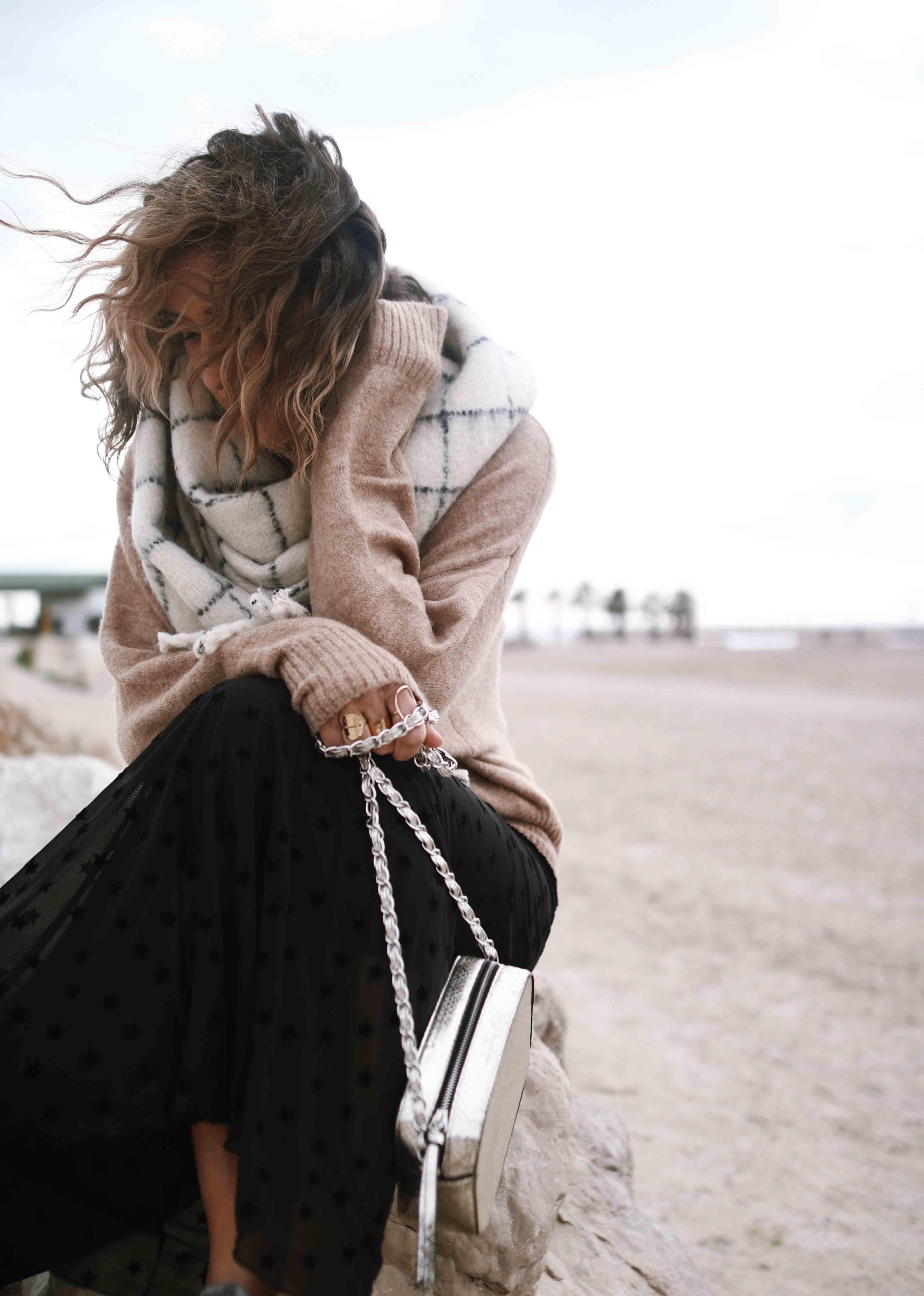 @chon.and.chon - jupe longue étoiles stradivarius, oversize scarf MONKI