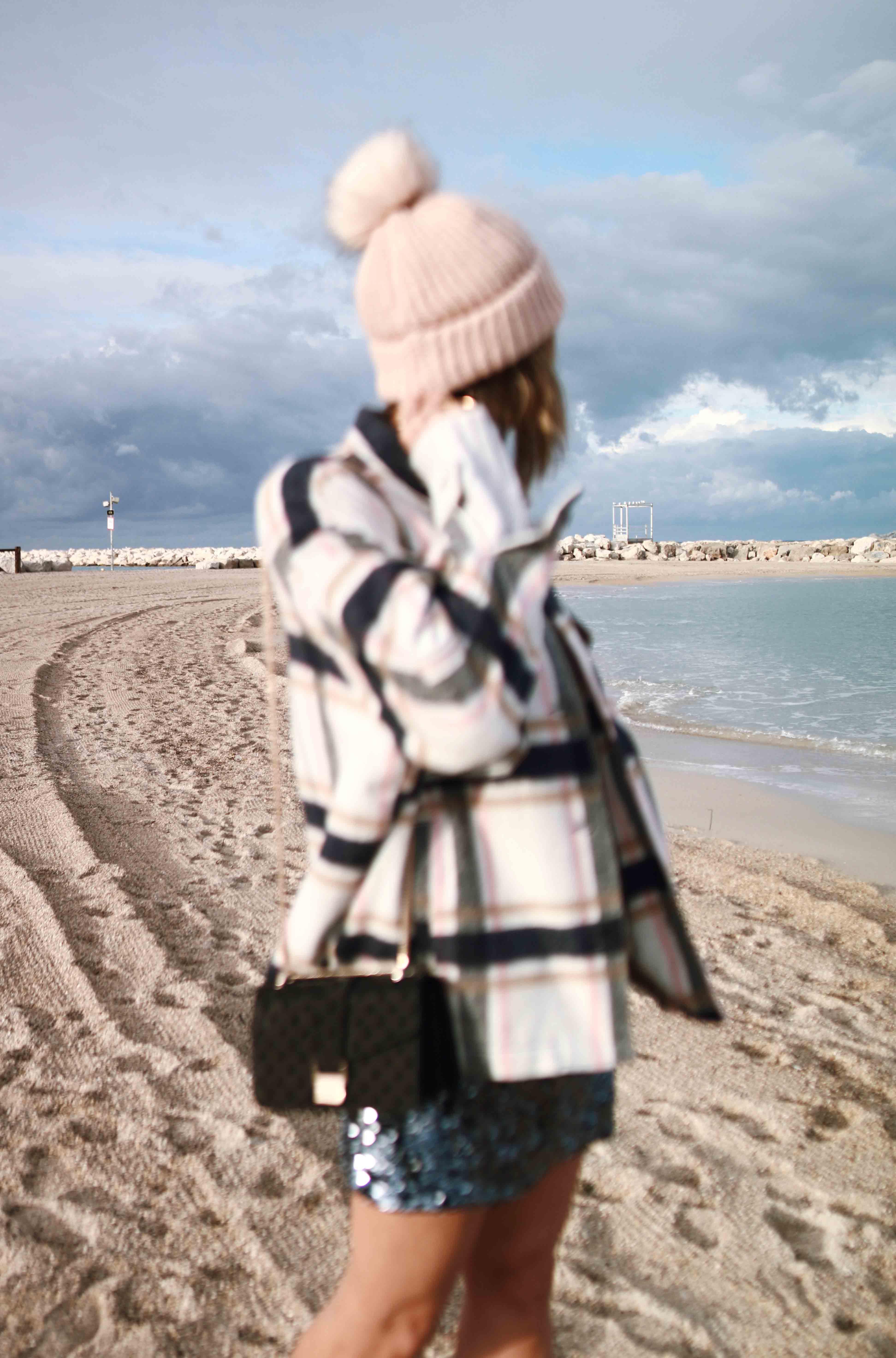 @chon.and.chon www.chonandchon.com fall outfit, fall look, mini jupe sequins, veste carreaux laine