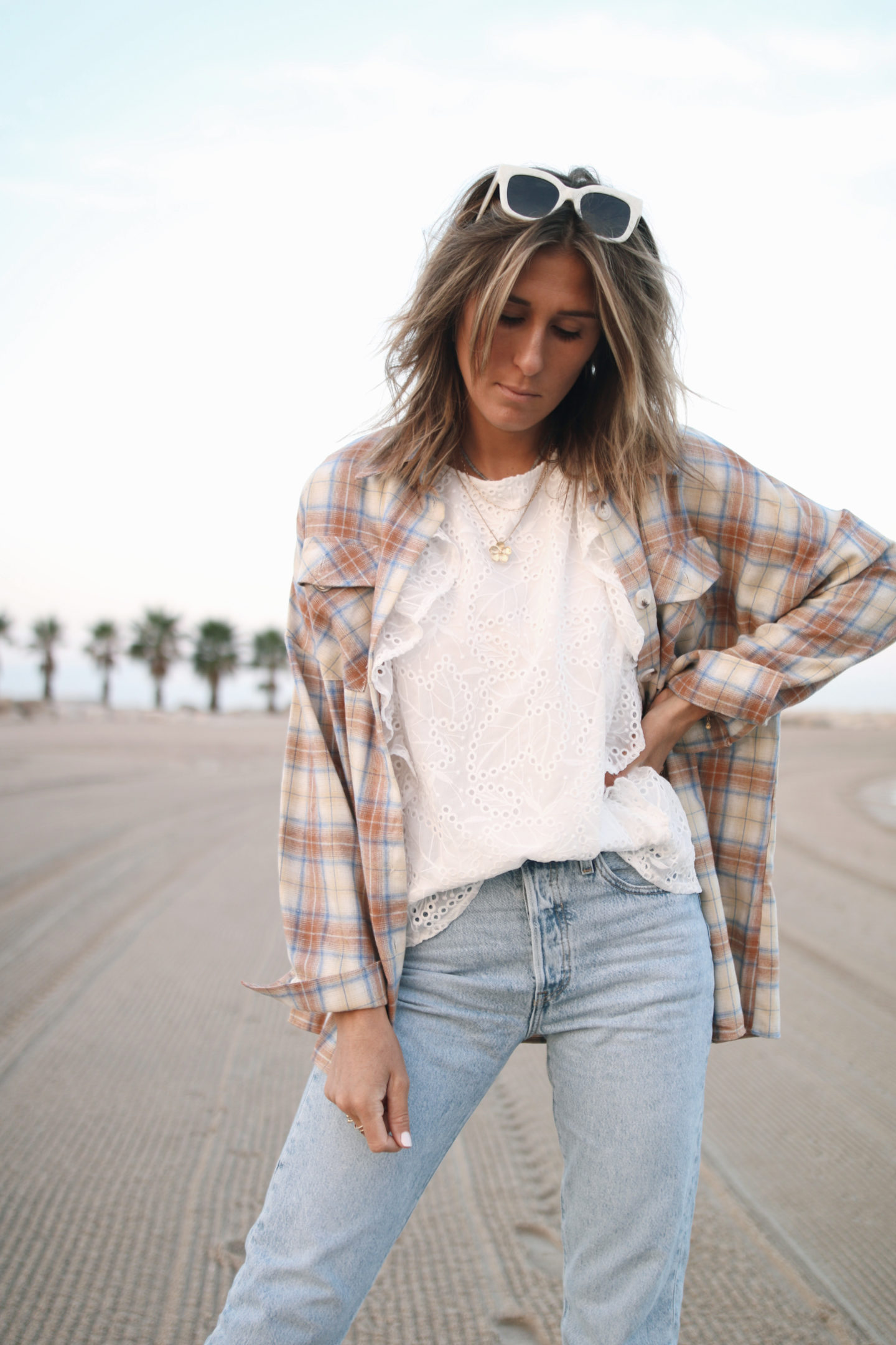 outfit inspiration - chemise à carreaux, jeans levis @chon.and.chon
