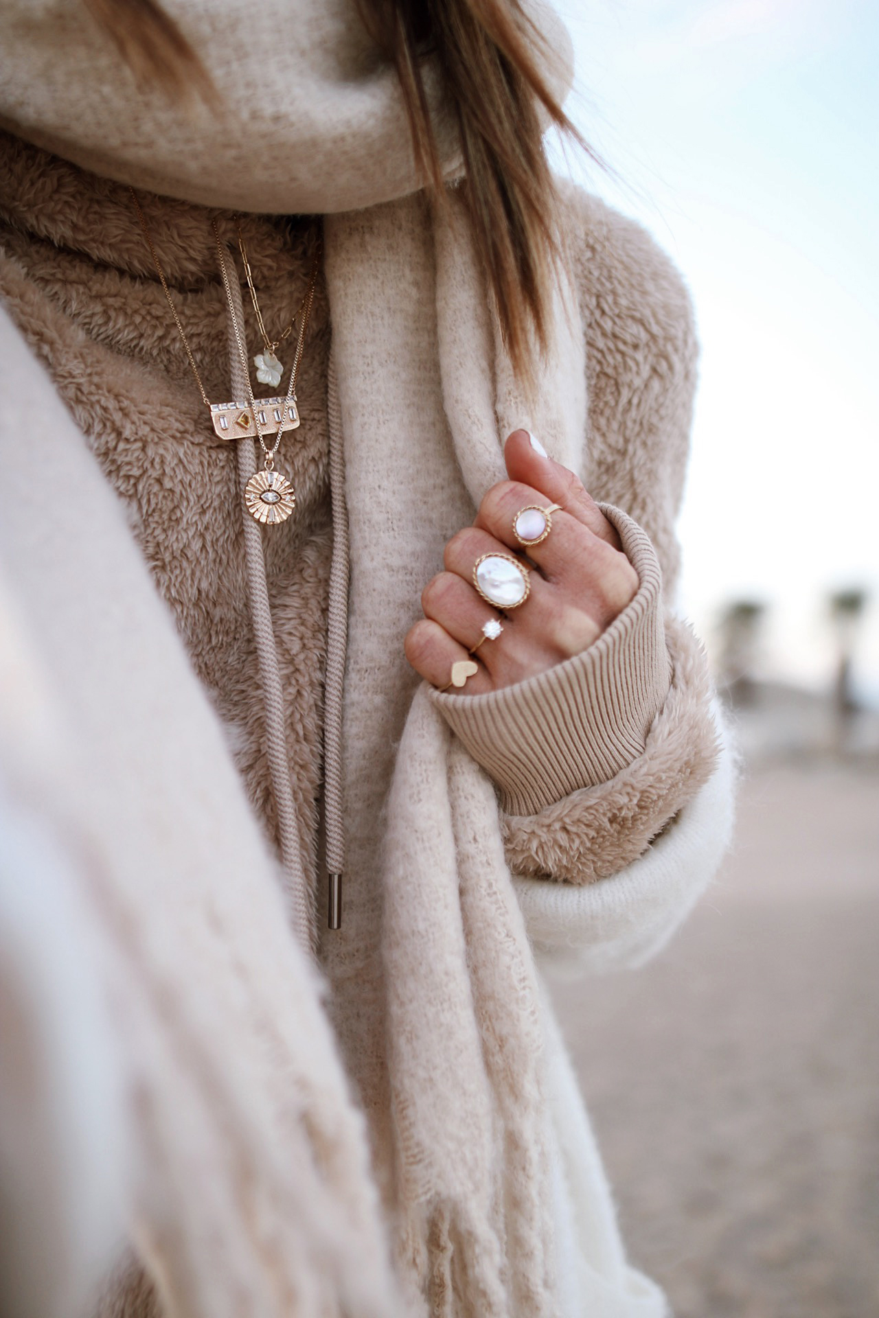 @chon.and.chon - Ugg pull, fall outfit