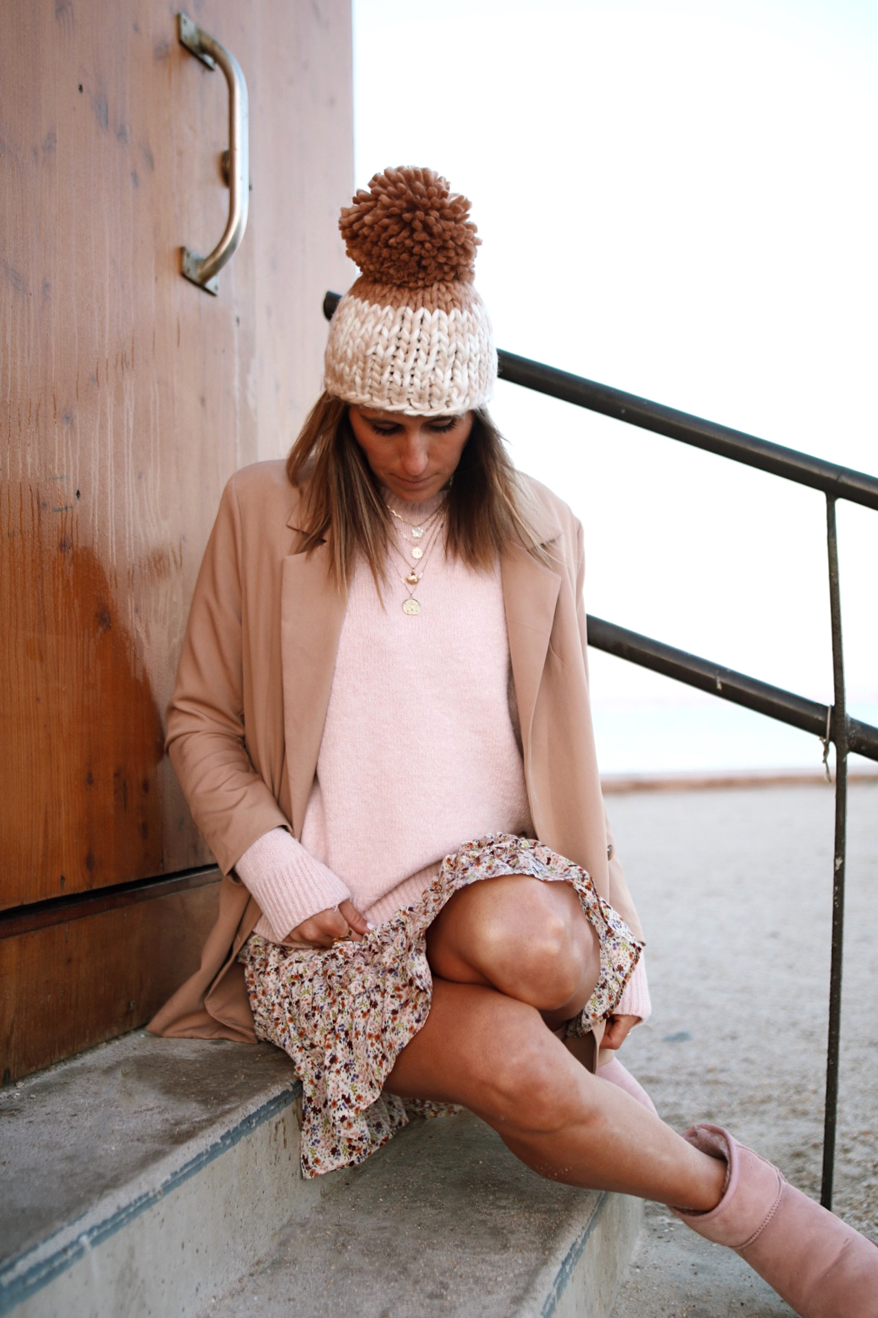 @chon.and.chon free people  pom beanie, jupe zohoha