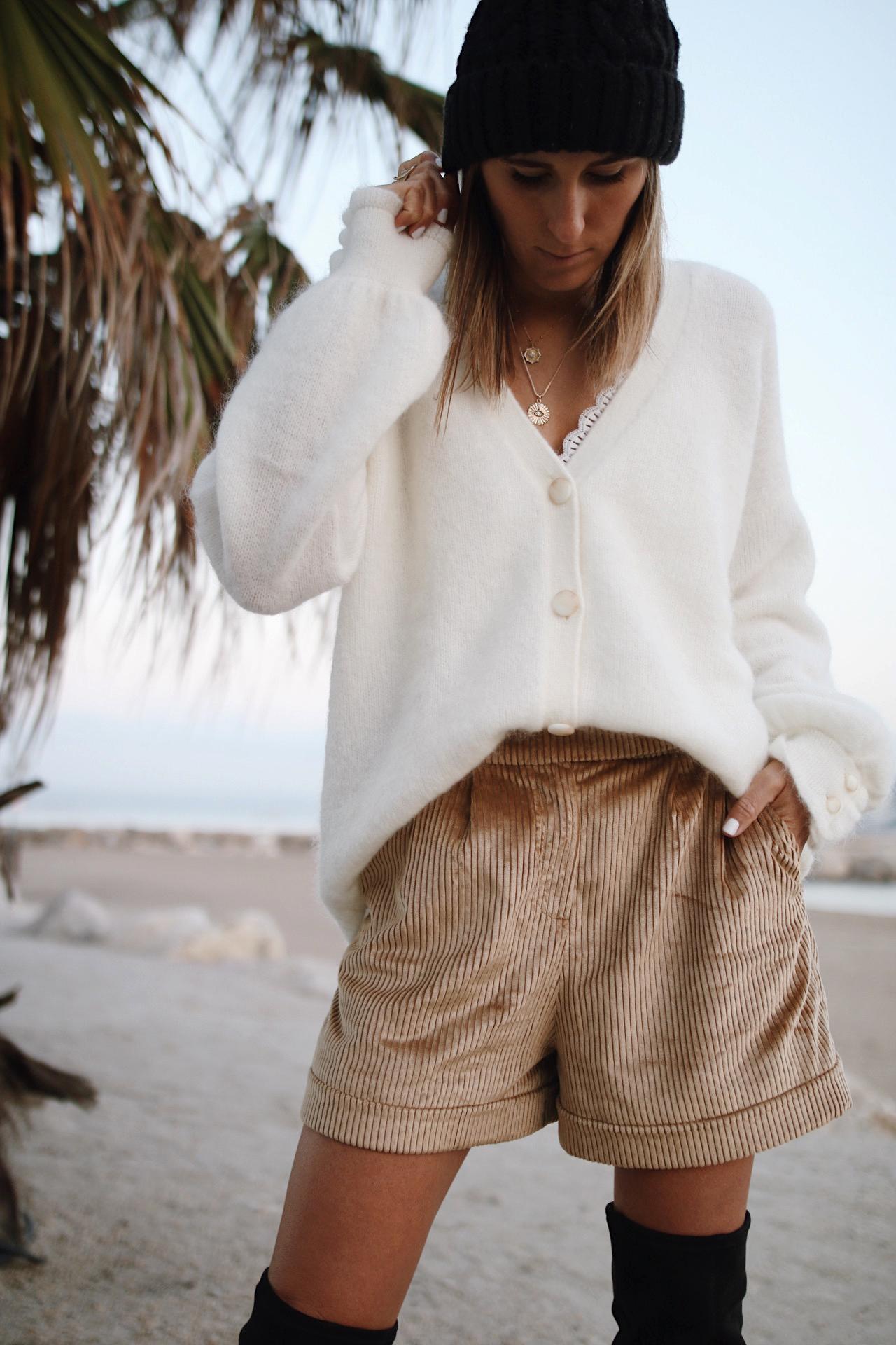 www.chonandchon.com - short sésames, gilet sézane, cuissardes H&M