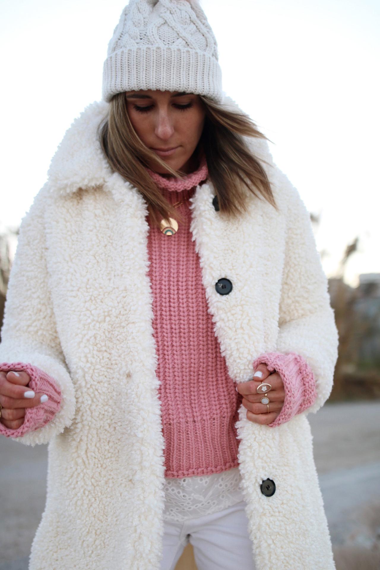 www.chonandchon.com manteau fausse fourrure et pull côtelé rose