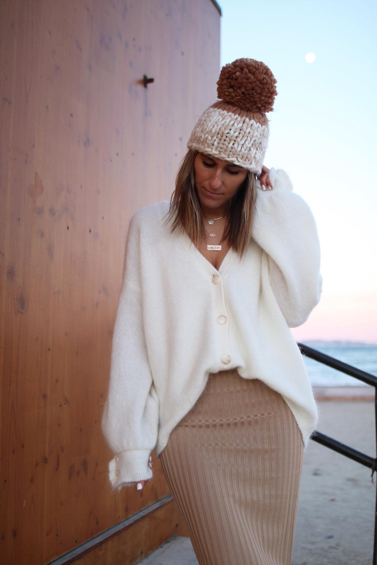 www.chonandchon.com gilet mia Sézane, jupe crayon H&M,  bonnet free people