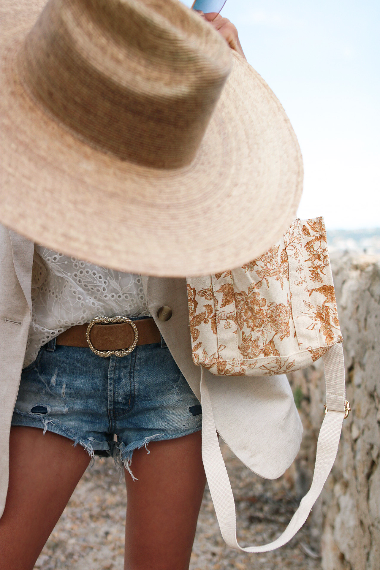 blazer en lin, short one teaspoon, chapeau lack of colors