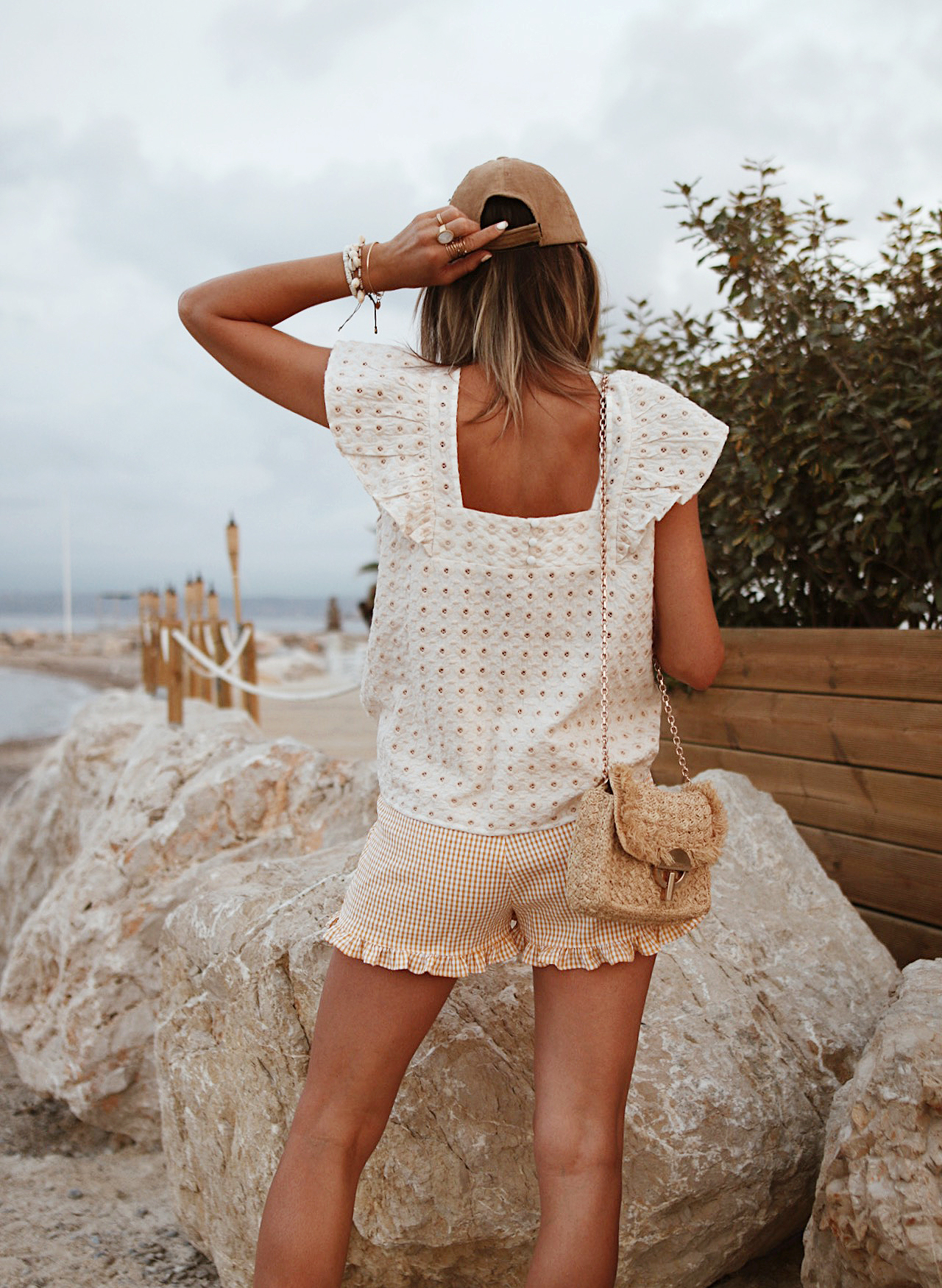 www.chonandchon.com blouse sézane, short vichy jaune nasty gal